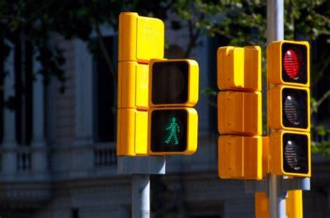 imagenes de semaforos inteligentes los sem 225 foros inteligentes llegar 237 an a bogot 225 el pr 243 ximo