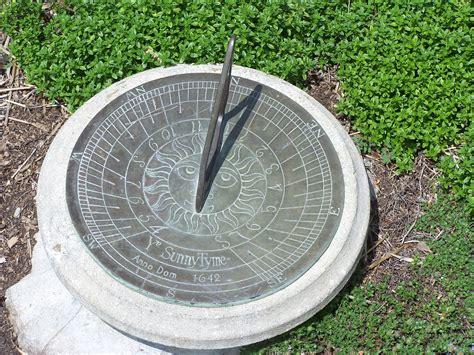 File:Garden sundial MN 2007   Wikimedia Commons