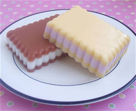 Base Sabun Melt And Pour Chip Soap With Refined Shea Butter soapylove tutorial delicious layered soap cookies soap