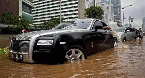 roll royce indonesia rolls royce ghost becomes a million dollar bathtub in
