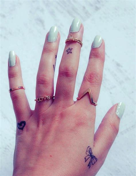 finger tattoo hipster 20 kleine hand tattoos designs und ideen 187 tattoosideen com