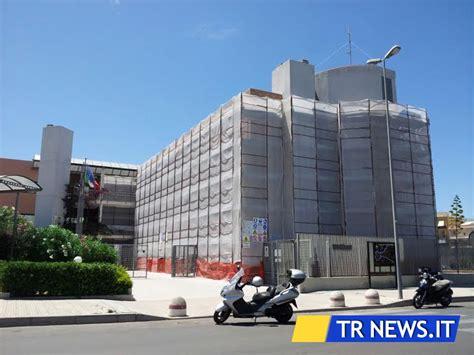 ufficio provinciale lavoro lecce raid nel comando della polizia municipale rubate pistole
