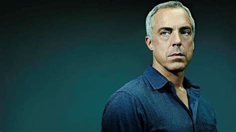 titus welliver as harry bosch the city itself informs gritty la crime series bosch
