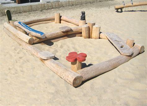 grosser sandkasten aus holz fuer kindergarten ziegler
