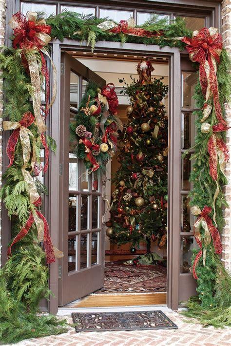 cool  classy christmas door decoration ideas