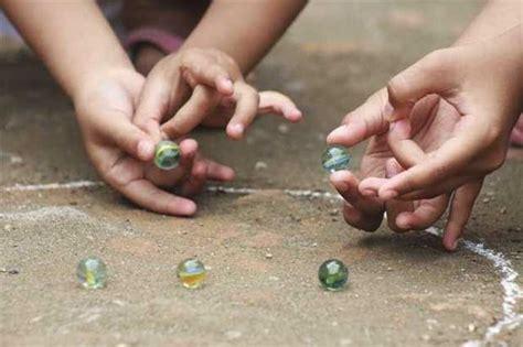 imagenes niños jugando a las canicas 10 juguetes con los que se divert 237 an tus pap 225 s y abuelos