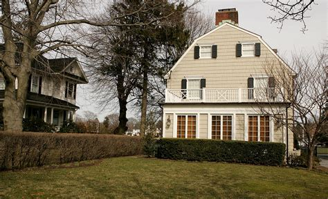 horrorfilm haus the amityville horror house is up for sale