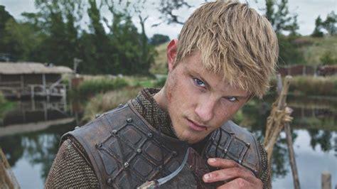 bjorn lothbrok viking season 2 bjorn lothbrok pinterest vikings alexander ludwig reveals 5 things about bjorn