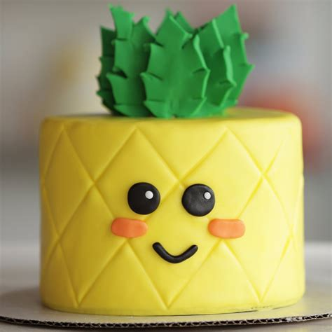 Watch This Cake Transform Into an Adorable Pineapple [Video]