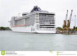 bateau de croisi 232 re dans le port de venise italie image