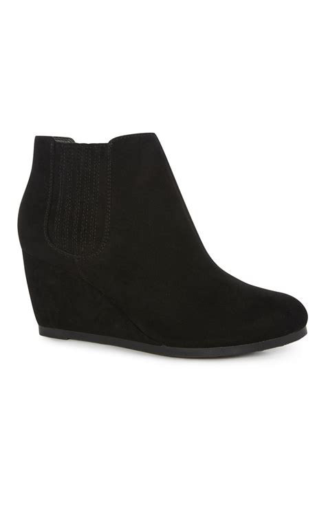 black wide fit chelsea wedge boot for you all fashionable