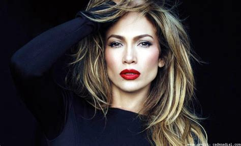 what lipstick and gloss does jennifer lopez wear jennifer lopez what color lip gloss does she wear american