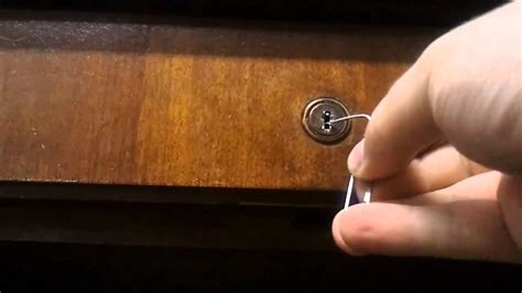 How to pick a Lock with Paperclips   A tutorial with