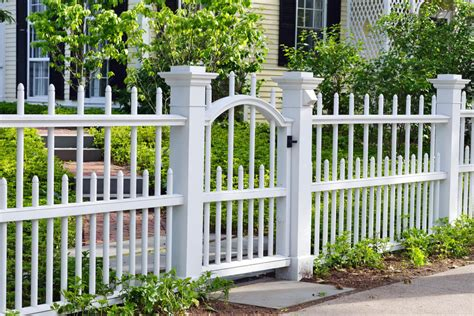 helpful cheap backyard fence ideas   recycle