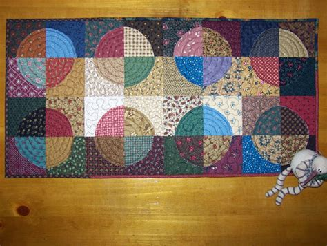 Circle Table Runner by Busy Quilts Circle Table Runner Quilt