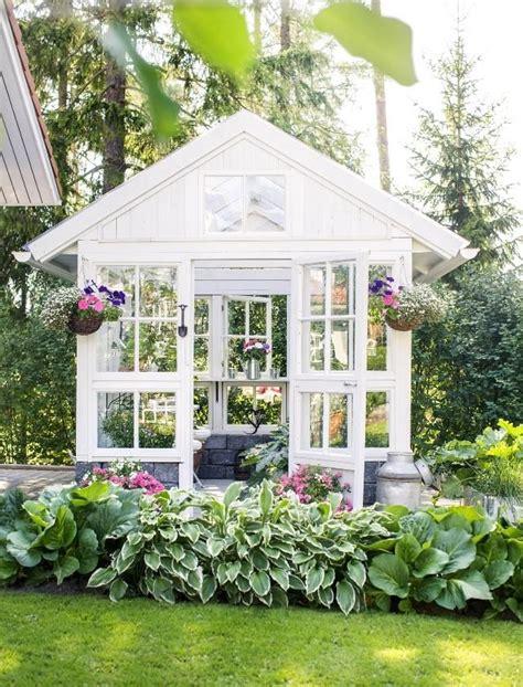 kasvihuone vanhoista ikkunoista greenhouse
