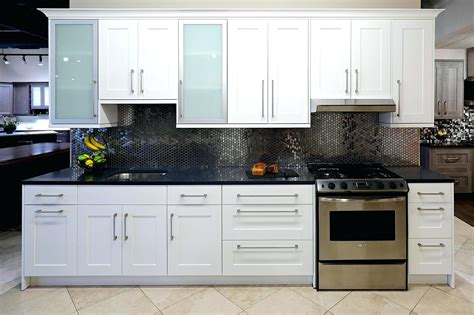 white shaker kitchen cabinets lowes white shaker kitchen cabinets lowes cabinets matttroy