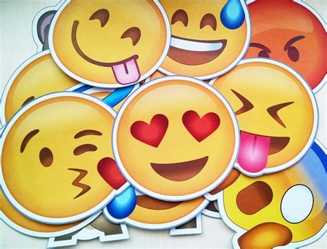 imagenes emoji de whatsapp download whatsapp messenger v2 12 165 apk com novos