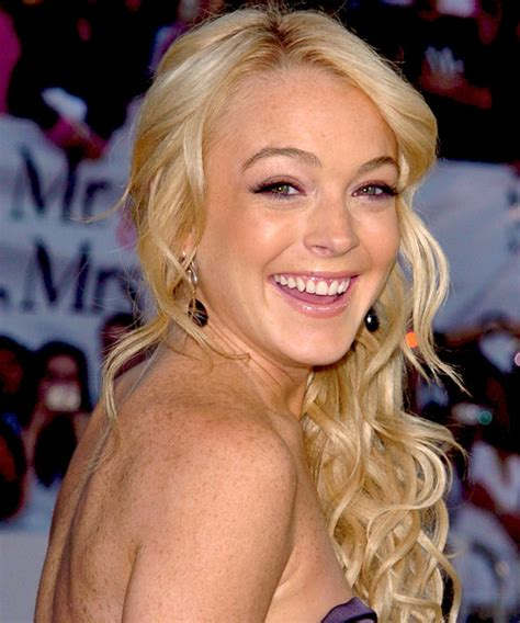 lindsay lohan with medium ash blonde hair very long and curly source hairstyles7 net lindsay lohan half up long curly formal half up hairstyle