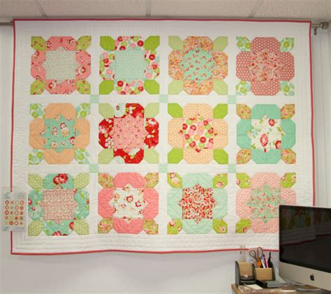 Quilt Fabric Shops Uk by Flower Quilt With Moda Scrumptious Fabric Hulu Yarn