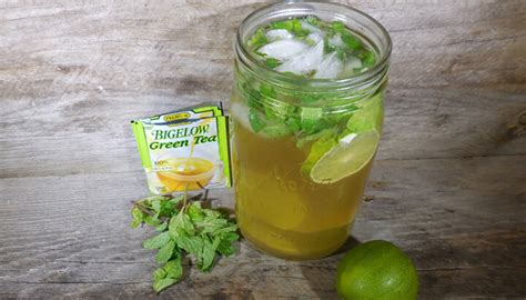 Strong Detox Drinks by Flush With This Refreshing Green Detox Drink