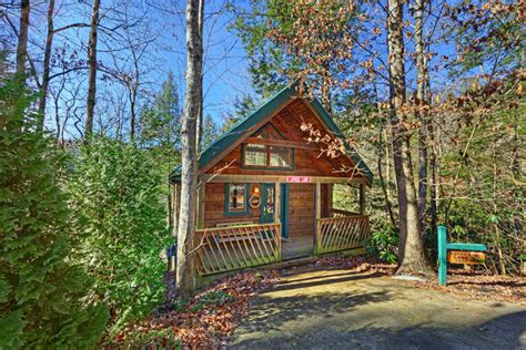 three bedroom cabins in gatlinburg tn gatlinburg lovers lane mountain shadows resort