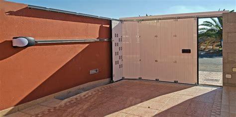 puertas de cocheras puertas batientes y correderas aparcamiento aluminios