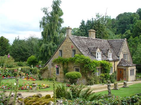cottage cotswolds cotswolds back to the middle ages traveldigg