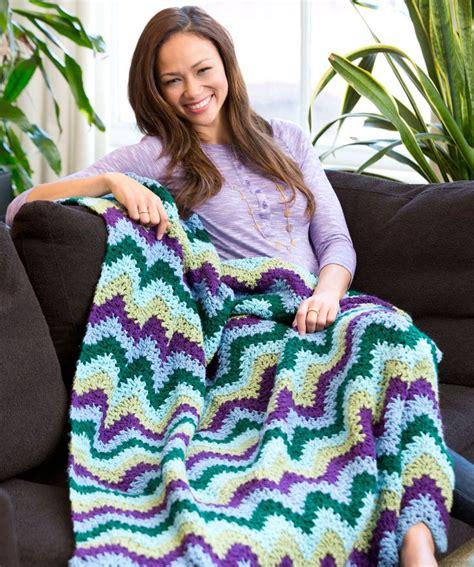pattern red heart yarn splendid ripple throw free crochet pattern from red heart