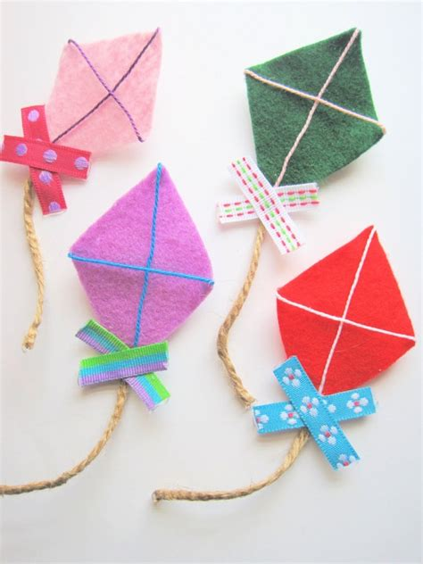 felt kite pattern felt kite brooches pins set of 4 colorful rainbow fun