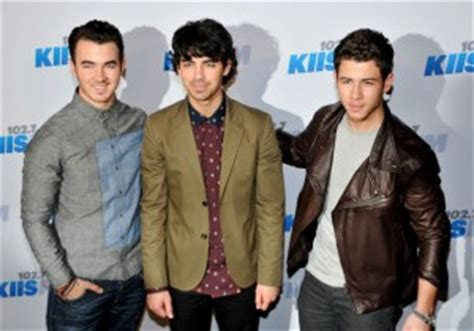 property brothers lawsuit ticketsinventory 187 a jonas brothers fan is filing a lawsuit against the band