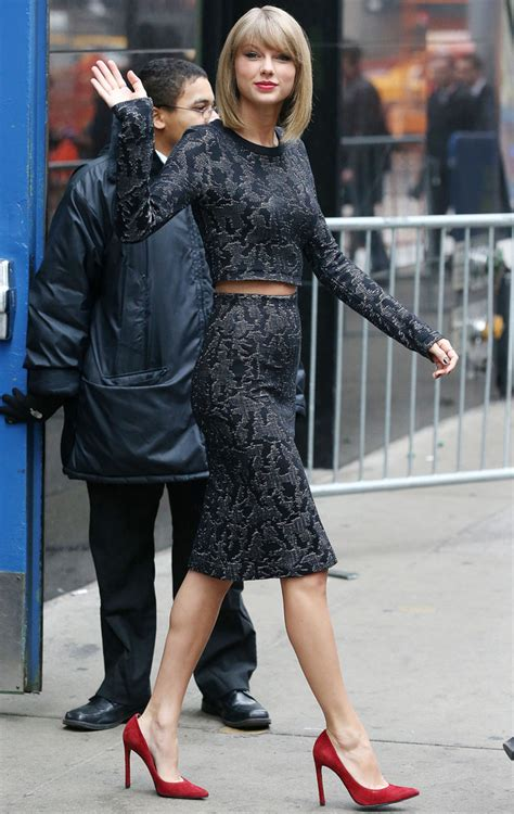 taylor swift albums success taylor swift looks hot hot hot in nyc following album