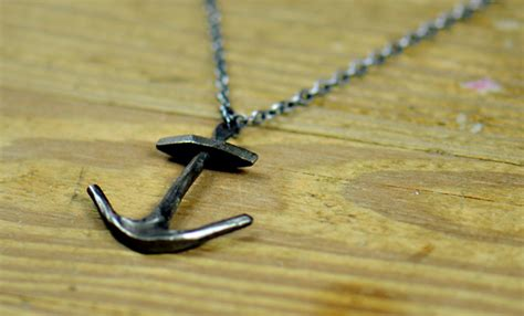 anchor necklace cool material