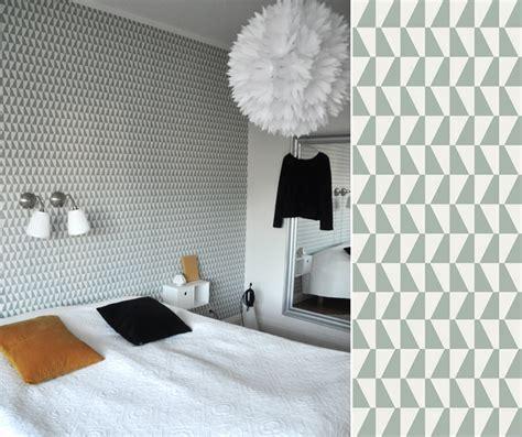 Laie De Tapisserie by Une T 234 Te De Lit Avec Du Papier Peint Pour Une Chambre