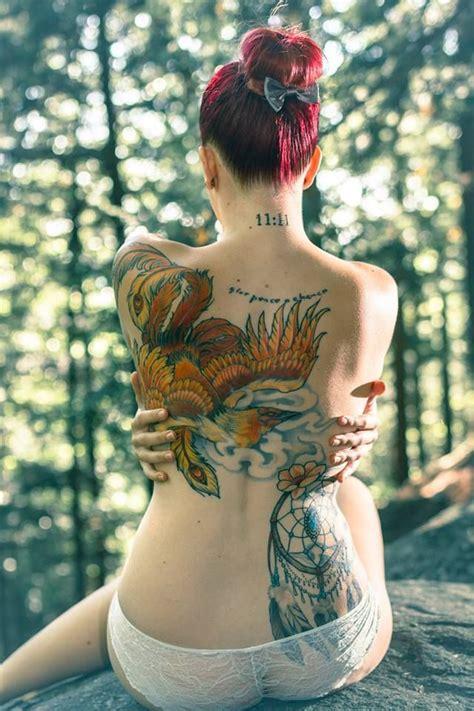 exemple tatouage phoenix femme couleurs rouge orange jaune