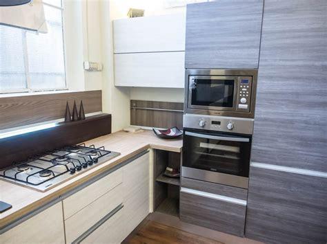 cucina moderna angolare cucina moderna angolare essenza grigia e white con colonne