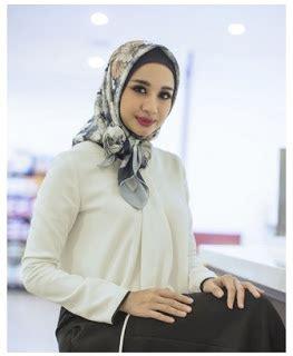 Segi Empat Danar 15 inspirasi gaya busana muslim simple laudya cynthia