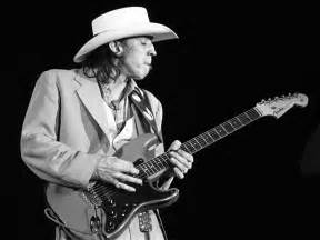 stevie ray vaughan se tornou o maior guitarrista do blues