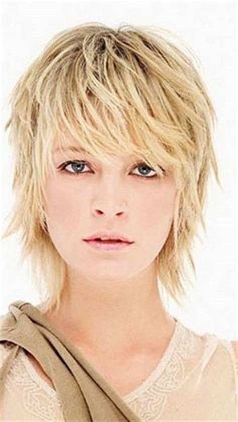 messy toward face hair cut shaggy hairstyles gypsy shag haircuts with bangs for