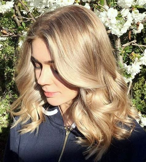 40 ash blonde hair looks you ll swoon over