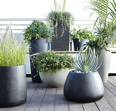 37 modern planters to make your outdoors stylish digsdigs