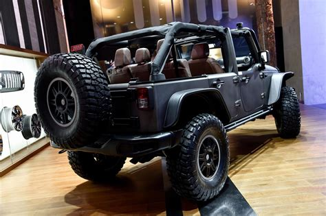 Jeep Gear Jeep Wrangler Quot Stealth Quot Boasts A 2 8 Liter Turbodiesel