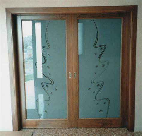 porta d ingresso con vetro porta vetro e legno con vetro sabbiato con murrine