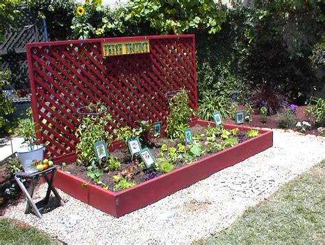 Create A Quot Garden Blog Quot For Your Green Thumb Valentine Garden Vegetable Planters
