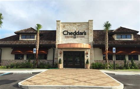Cheddar S Scratch Kitchen Grand Prairie Tx by Cheddar S Scratch Kitchen In Denies Service To A