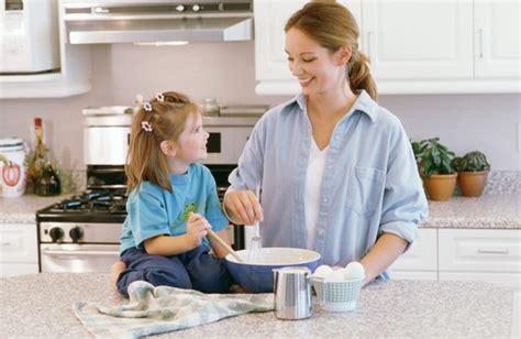 madrastra con su hijo en la cocina 191 qu 233 regalar en el d 237 a del ni 241 o ni 241 os ec