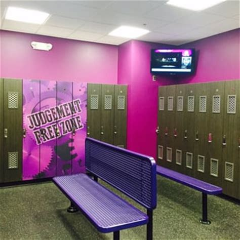 planet fitness locker room planet fitness alexandria huntington 34 photos 39 reviews trainers 5960 richmond hwy