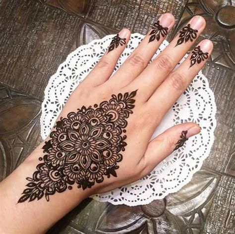 lovely work using henna designs by uk artist humna mustafa grace yourself with these oh so chic mehndi designs of 2017
