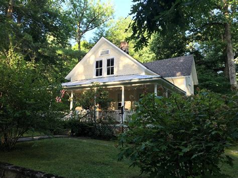 Cottage Corner by Cottage Tour Invites Visitors To Monteagle Assembly