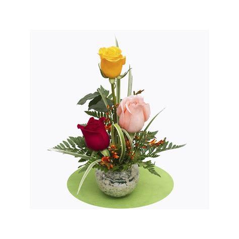 imagenes de arreglos de rosas hermosas en escritorio de oficina pecera con 3 rosas servicio de delivery en www kukyflor com